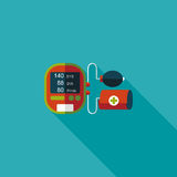 Значок кровяного давления сфигмоманометра плоский с длинной тенью Стоковые Фотографии RF