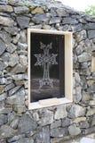 Значок на каменном постаменте к распятию Стоковое Изображение RF