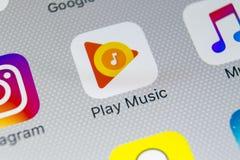 Значок применения музыки игры Google на конце-вверх экрана iPhone x Яблока Значок app игры Google Применение музыки игры Google с стоковая фотография
