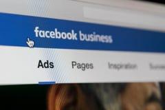 Значок применения объявлений Facebook на конце-вверх экрана Яблока iMac Значок app дела Facebook Применение черни объявлений Face стоковое фото