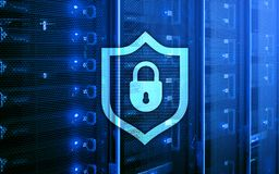 Значок экрана предохранения от кибер на предпосылке комнаты сервера Информационная безопасность и обнаружение вируса иллюстрация вектора