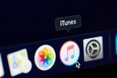 Значок Itunes на экране стоковые изображения rf