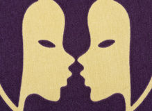 зодиак тканья напечатанного символа gemini стоковая фотография rf