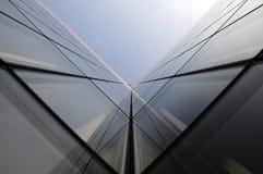 Зодчество геометрии самомоднейшего офисного здания Стоковое Фото