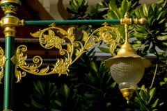 Золотая лампа с тайской картиной стоковая фотография