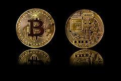 Золотая монетка Bitcoin на черноте Стоковое Фото