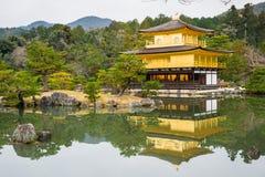 Золотая пагода и отражение на озере в осени на Temp Kinkakuji Стоковое фото RF