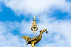 Золотая скульптура лебедя Стоковая Фотография RF