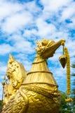 Золотая скульптура лебедя Стоковые Фотографии RF