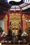 Золотая статуя божества Taoist на виске Che Kung, Shatin стоковое фото rf