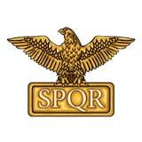 Золотая эмблема римской империи SPQR с орлом Стоковые Изображения