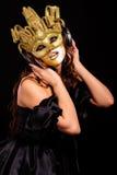 золотистая женщина половинной маски Стоковое Изображение