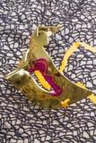 Золотистая маска масленицы Стоковое Изображение RF
