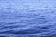 золотистая поверхностная вода пульсаций Стоковые Фотографии RF