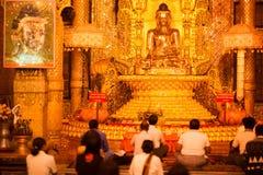 Золотистая статуя Будды в пагоде в Рангуне, Myanma paya Botataung Стоковая Фотография