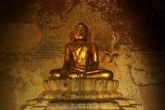 Золотистая статуя в виске Bagan - Myanmar Будды Стоковые Фото