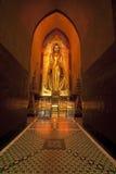 Золотистая статуя в виске Bagan - Myanmar Будды Стоковое Изображение RF