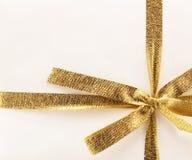 Золотистая тесемка подарка стоковое изображение rf