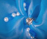 золотистое кольцо ювелирных изделий Стоковые Фотографии RF