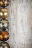 Золотистое рождество орнаментирует границу Стоковое фото RF