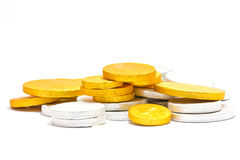 Золотисто и серебряные монеты стоковые изображения