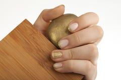 Золотисто shinny ногти Стоковые Изображения