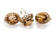 Золотистые кольцо и серьги Стоковые Изображения