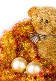Золотистые шарики Chrismas с медведем Стоковая Фотография