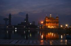 Золотистый висок на Amritsar в предыдущем утре зимы Стоковое Изображение