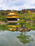 золотистый висок павильона kinkaku ji Стоковая Фотография