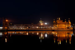 Золотистый висок под ночным небом Стоковое фото RF