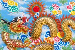 Золотистый китайский дракон Стоковые Фото