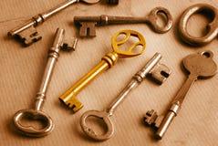 Золотистый ключ и Grunge Стоковая Фотография RF