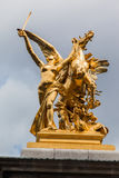 Золотистый мост Париж Франция Александра III статуи Стоковое Изображение RF
