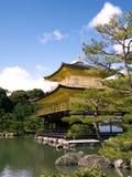 золотистый павильон kinkaku Стоковые Изображения RF