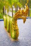 Золотистый памятник дракона в Таиланде Стоковое фото RF