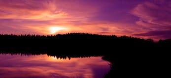 золотистый северный заход солнца Стоковое фото RF