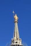золотистый символ милана madonnina Италии Стоковое Изображение RF