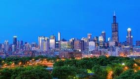 Золотое упущение горизонта Чикаго на заходе солнца акции видеоматериалы