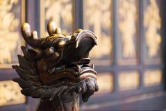 Золотое scultpure головы дракона цвета Стоковая Фотография