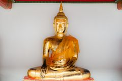 Золотой Будда показанный на Wat Pho, Бангкоке, Таиланде Стоковые Фотографии RF