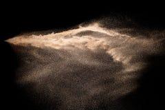 Золотой взрыв песка изолированный на черной предпосылке Абстрактное облако песка Стоковая Фотография