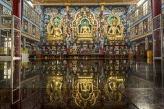 Золотой висок на Bylakuppe - тибетском монастыре стоковые фотографии rf