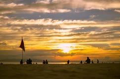 Золотой заход солнца и песок Стоковая Фотография RF