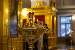 Золотой интерьер православной церков церков стоковые изображения