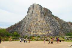 Золотой лазер Будды высек и inlayed с золотом на скале Khao Chee Chan Один из самого известного ландшафта расположенного в Sattah стоковое изображение rf