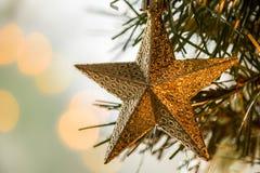 Золотой орнамент звезды рождества стоковое фото rf