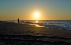 Золотой подъем солнца пляжа Стоковое Фото