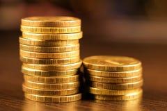 Золотой русский рубль чеканит кучу русский близкого фронта валюты новый вверх по взгляду Стоковая Фотография