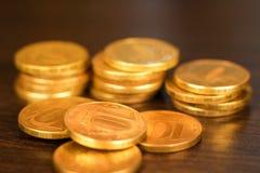 Золотой русский рубль чеканит кучу русский близкого фронта валюты новый вверх по взгляду Стоковые Фото